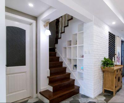 低调优雅楼梯家装设计图