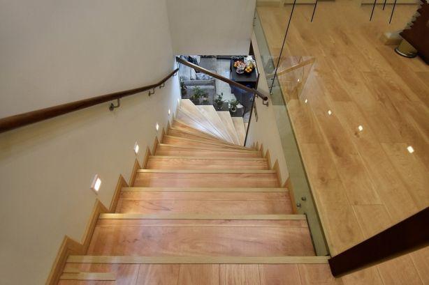 最新现代简约黄色楼梯室内效果图