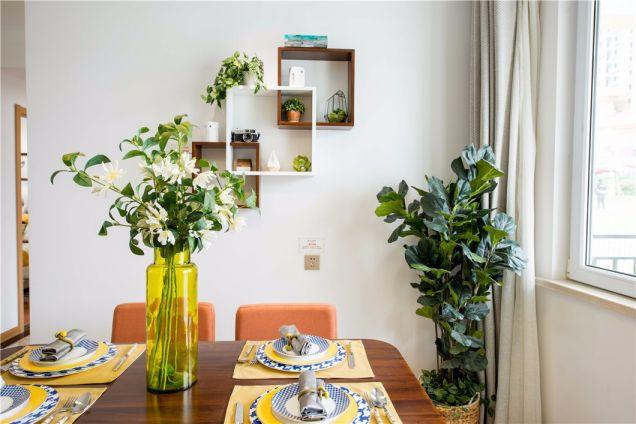 餐厅咖啡色餐桌北欧风格装饰图片