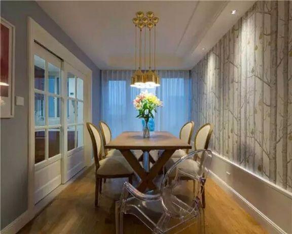 现代简约餐厅餐桌装饰实景图