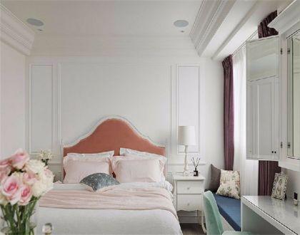 创意卧室床头柜装潢图