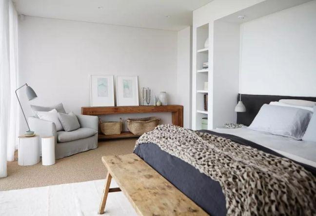卧室白色背景墙现代简约风格装饰设计图片