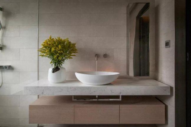 卫生间咖啡色洗漱台现代简约风格装修设计图片