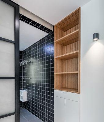 卫生间黑色背景墙现代风格装修效果图