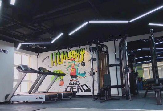 小巧玲珑健身房背景墙装饰设计