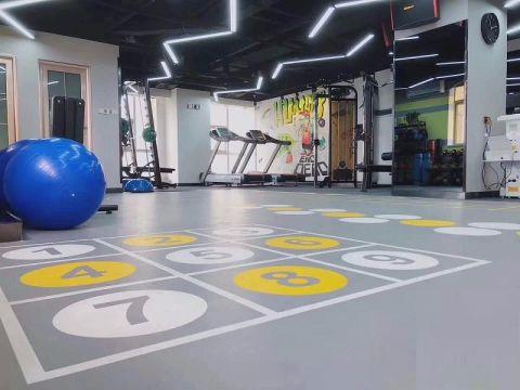 健身房灰色地砖现代简约风格装饰设计图片