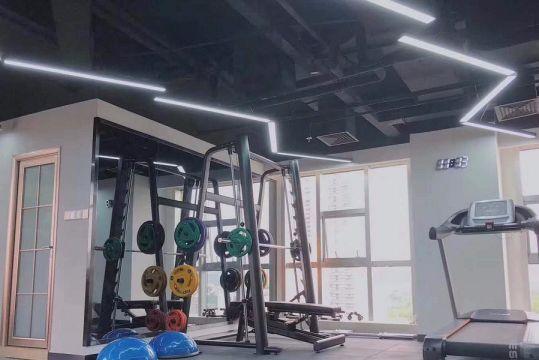 健身房灰色走廊现代简约风格装修效果图