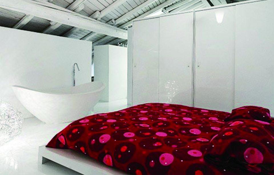 卧室红色床现代简约风格装饰效果图
