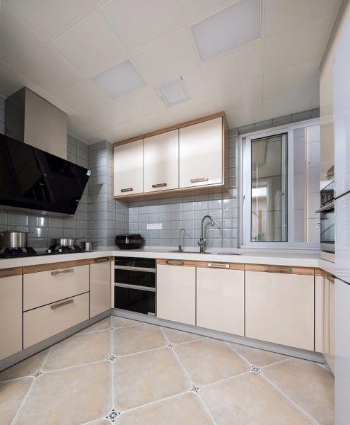 厨房米色橱柜混搭风格装修图片