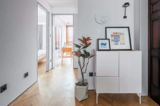 玄关白色鞋柜简约风格装饰图片