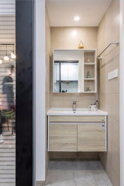卫生间白色背景墙现代简约风格装修图片