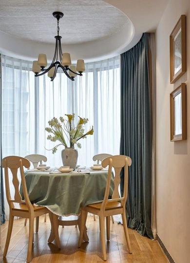 餐厅黄色餐桌地中海风格装饰设计图片