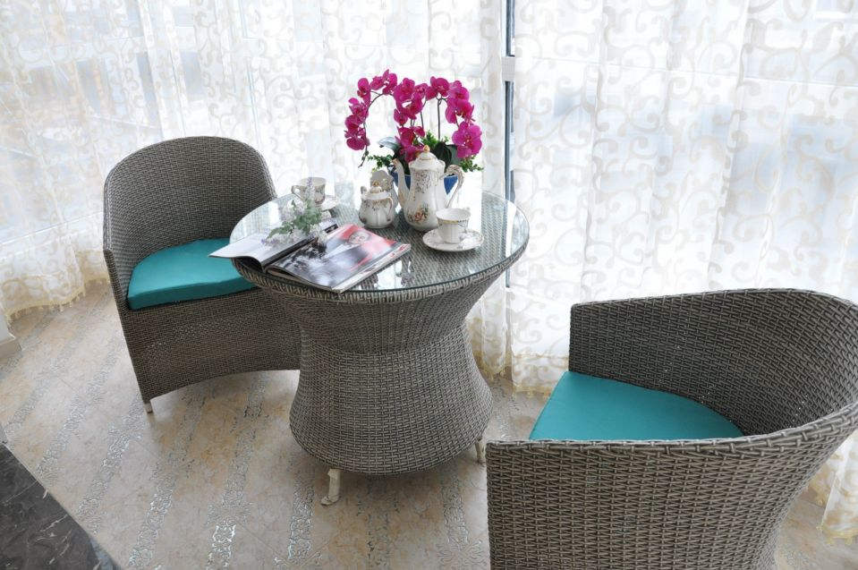 阳台灰色茶几新古典风格装潢效果图