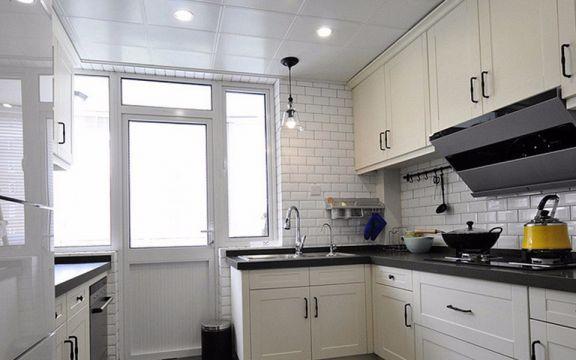 厨房米色橱柜美式风格装潢图片