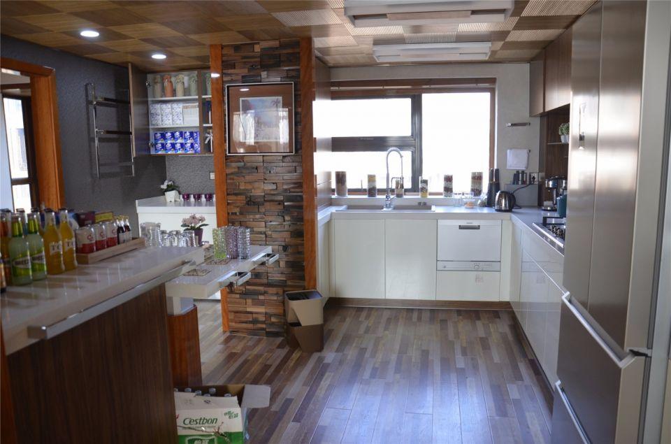 現代風格120平米三室兩廳新房裝修效果圖