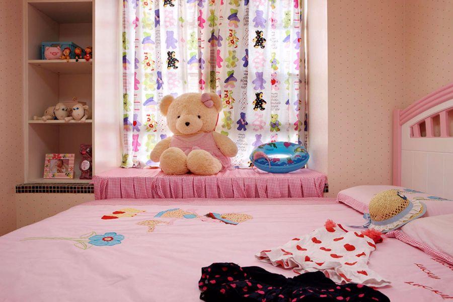 奢华儿童房窗帘实景图