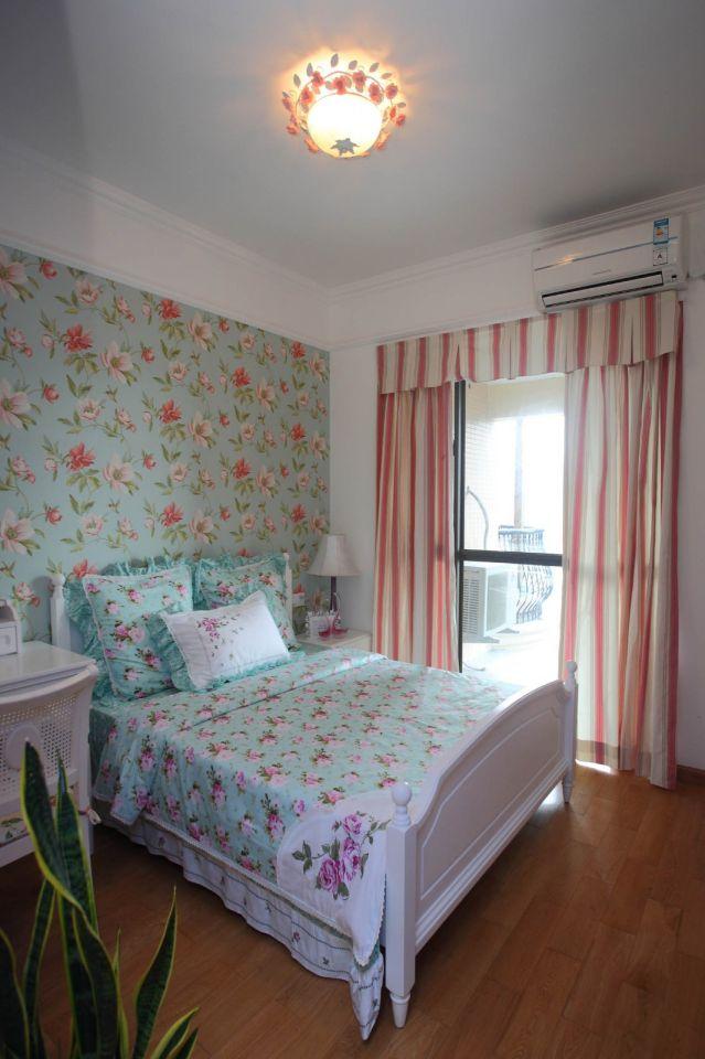 臥室彩色背景墻地中海風格裝修設計圖片