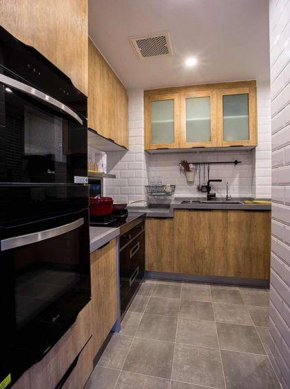 舒適廚房整體櫥柜裝飾圖
