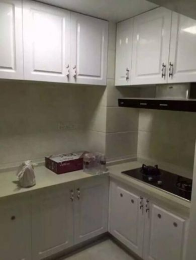 廚房白色櫥柜現代簡約風格裝飾設計圖片