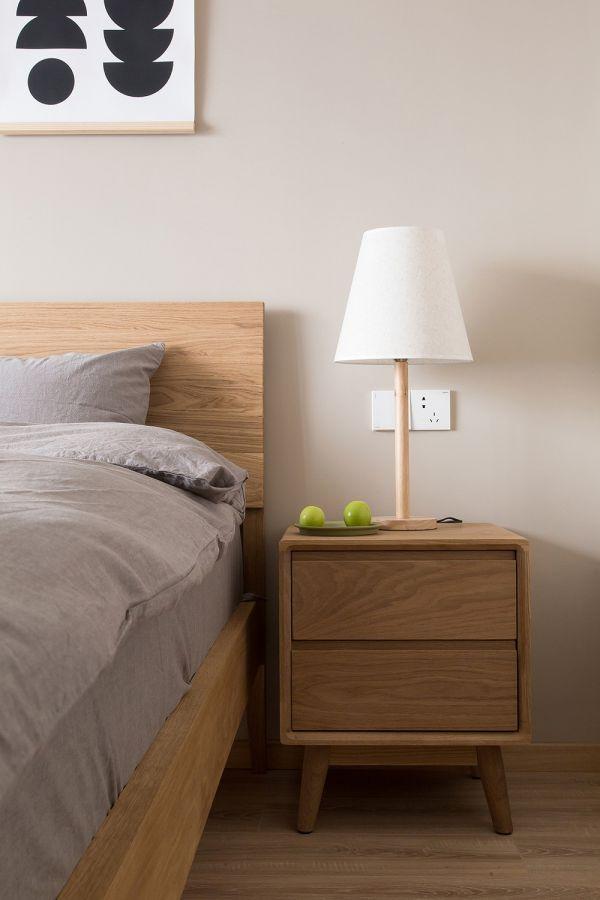 日式风格灯具卧室床头柜装饰实景图