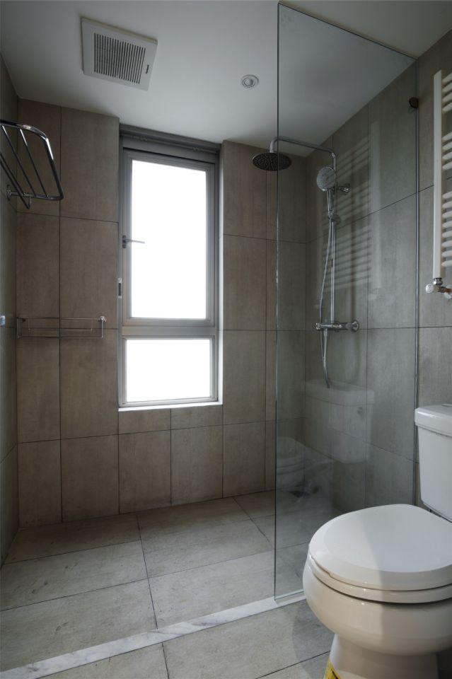 衛生間灰色地磚簡約風格效果圖