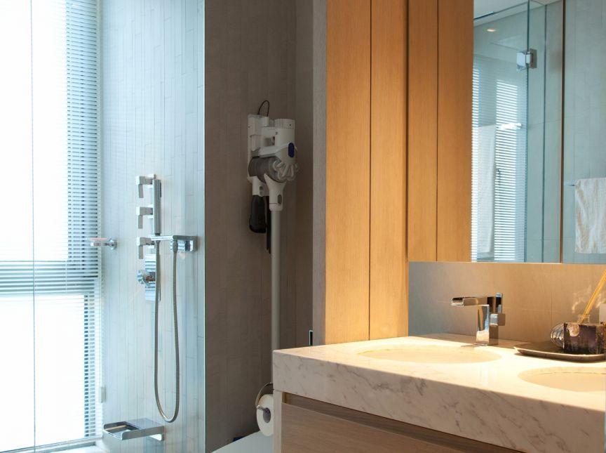 衛生間白色洗漱臺現代簡約風格裝修效果圖