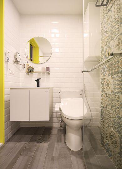 卫生间背景墙现代简约装潢实景图