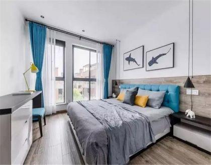 卧室蓝色窗帘装饰图片