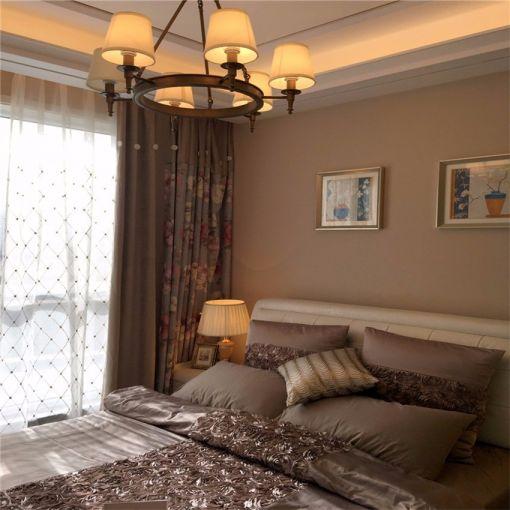 卧室咖啡色背景墙装修美图