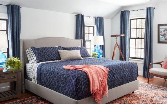 卧室背景墙美式装饰图