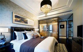时尚卧室床装饰设计图片