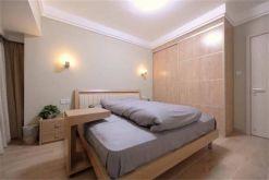 卧室原木色衣柜室内装修图片