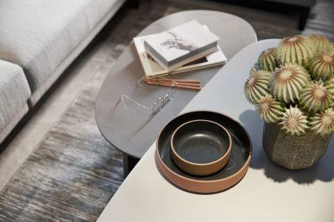 现代简约客厅茶几装饰实景图