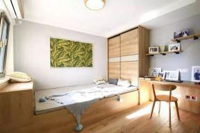 卧室原木色榻榻米案例图
