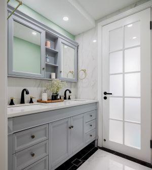 卫生间白色浴室柜装修图片