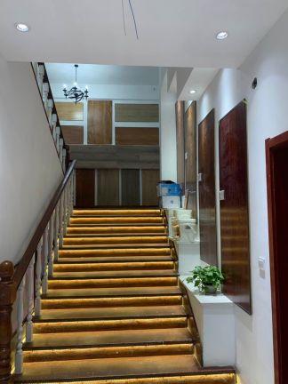 自然简约红色楼梯装修效果图欣赏