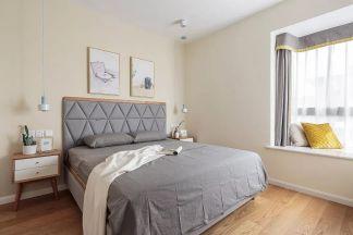富丽原木色床头柜装修案例图片