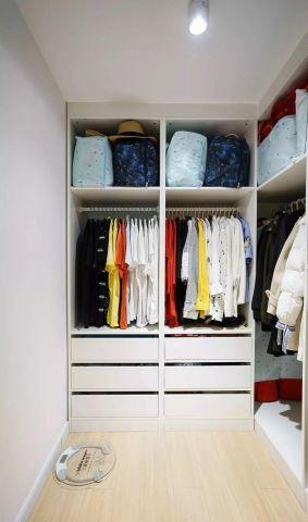 小巧玲珑木衣柜设计图片