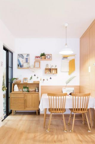 餐厅原木色餐桌图片
