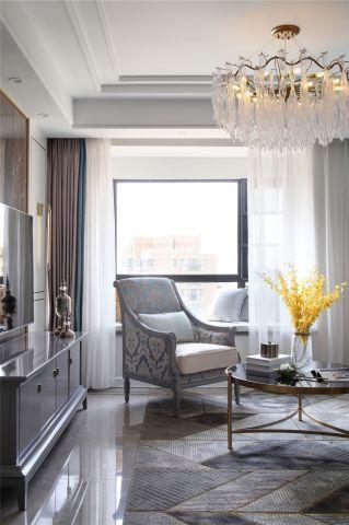 客厅白色灯具装潢设计图片