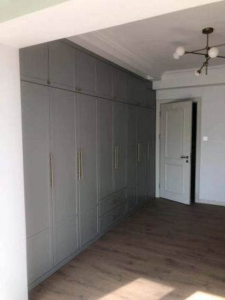2021简约卧室装修设计图片 2021简约衣柜装修效果图片