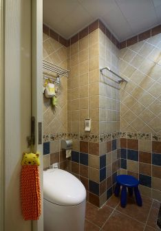 衛生間暖色系地板磚家裝設計