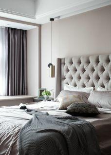 卧室白色床装饰设计图片