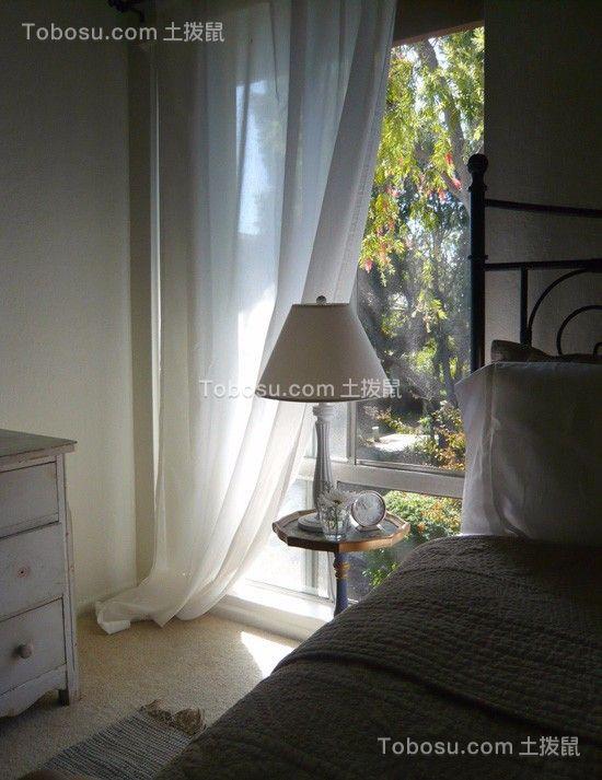 卧室白色床简单风格效果图
