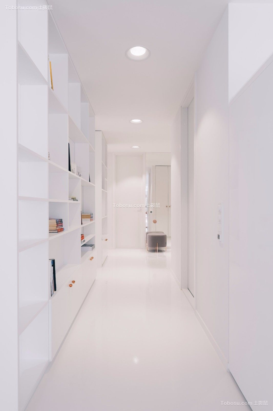 玄关白色背景墙现代简约风格装潢设计图片