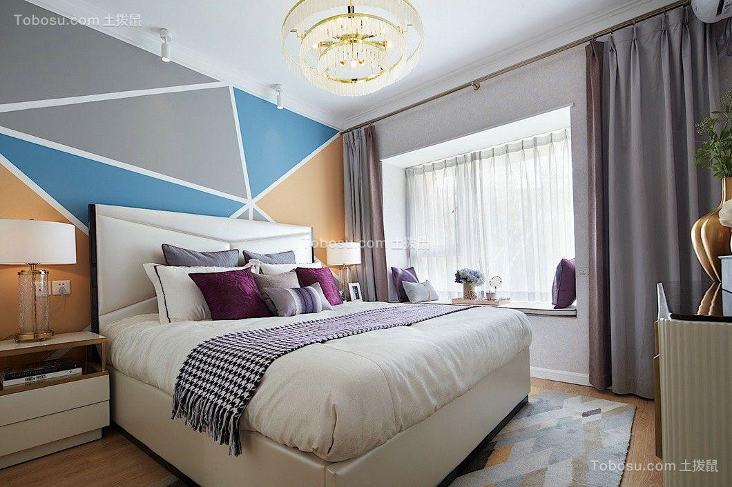 时尚白色床装潢图片