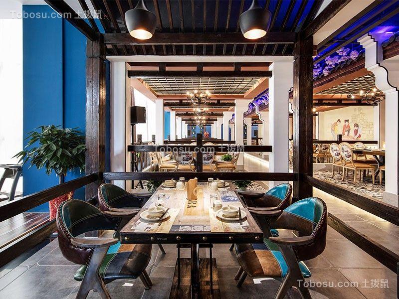 雅座区将中式设计元素与现代材料相结合,皮质座椅与木质装饰的搭配,是古典审美情趣的完美体现,体现出一种现代中式的概念。