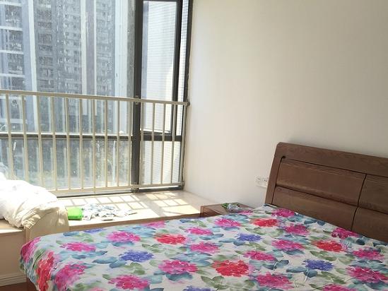 这种飘窗怎么装窗帘,是装那种落地的,还是装在飘窗台子上?